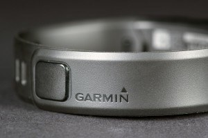 garmin-vivo-review-rear-band-logo-1500x1000